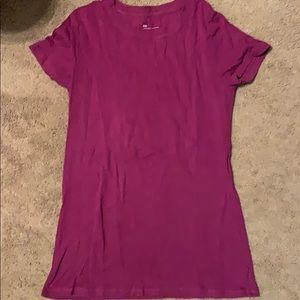 Berry colored gap T-shirt